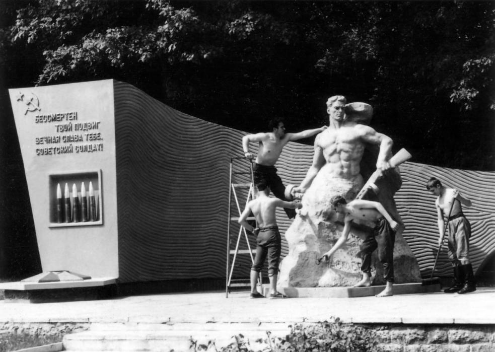 http://www.flugplatz-nohra.de/galerien/Aussengelaende/ed2.jpg